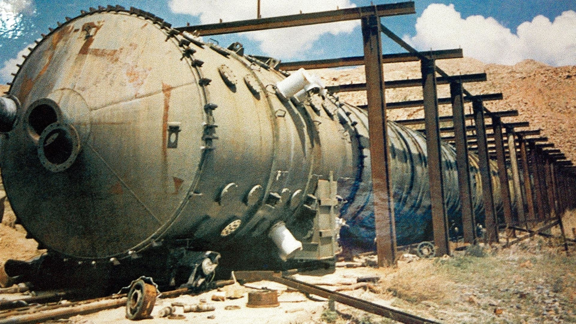 Caisson à vide pour l'évacuation de l'énergie nucléaire d'une explosion