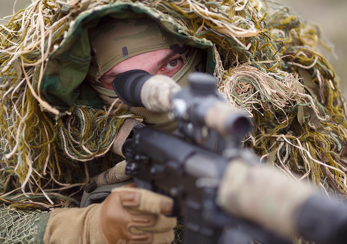 Snajperist jedinice Južnog vojnog okruga za vrijeme vojngo natjecanja