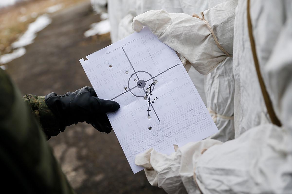 Snajperisti sudjeluju u vojnoj vježbi marinaca Ruske baltičke flote na poligonu Hmeljovka. Kalinjingradska oblast, Rusija, 15. veljače 2018.