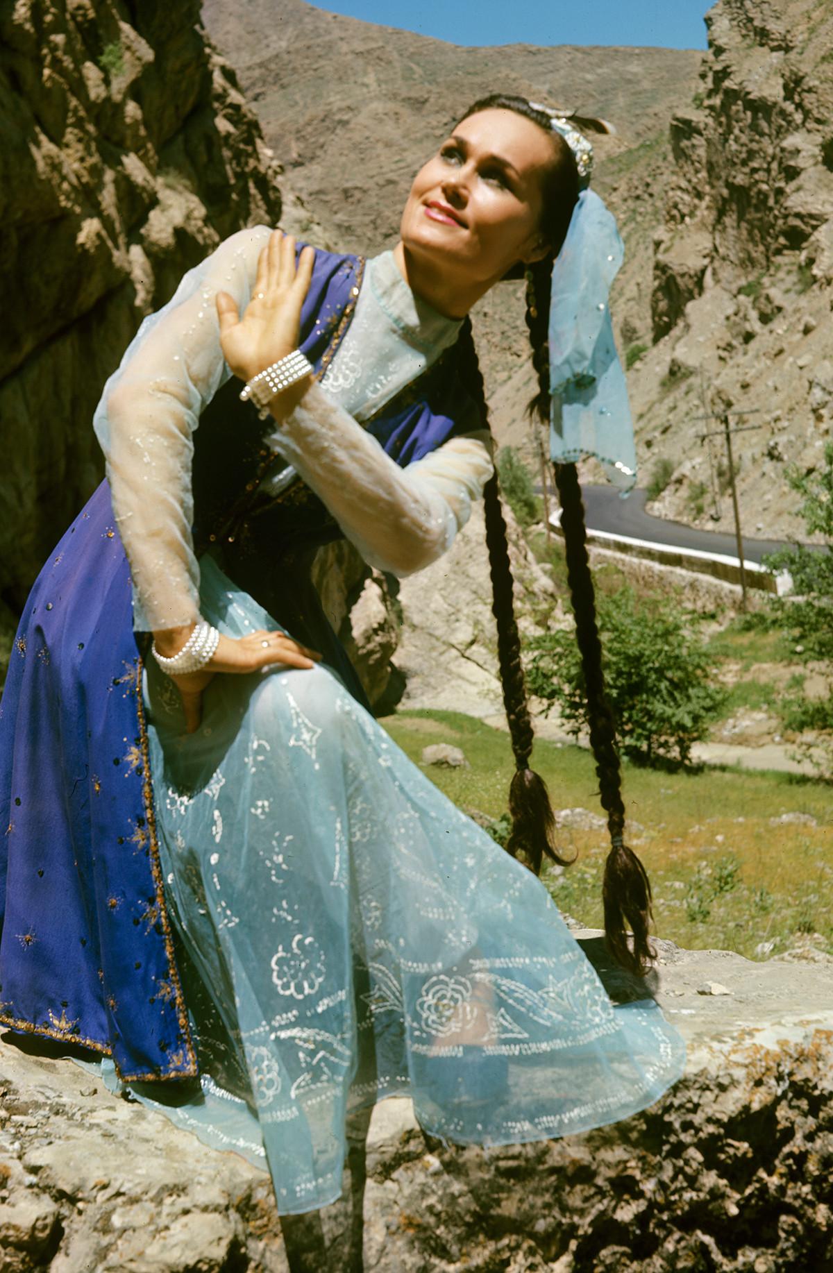 Artiste de l'Ensemble de danse traditionnelle de la RSS turkmène Svetlana Djafarova