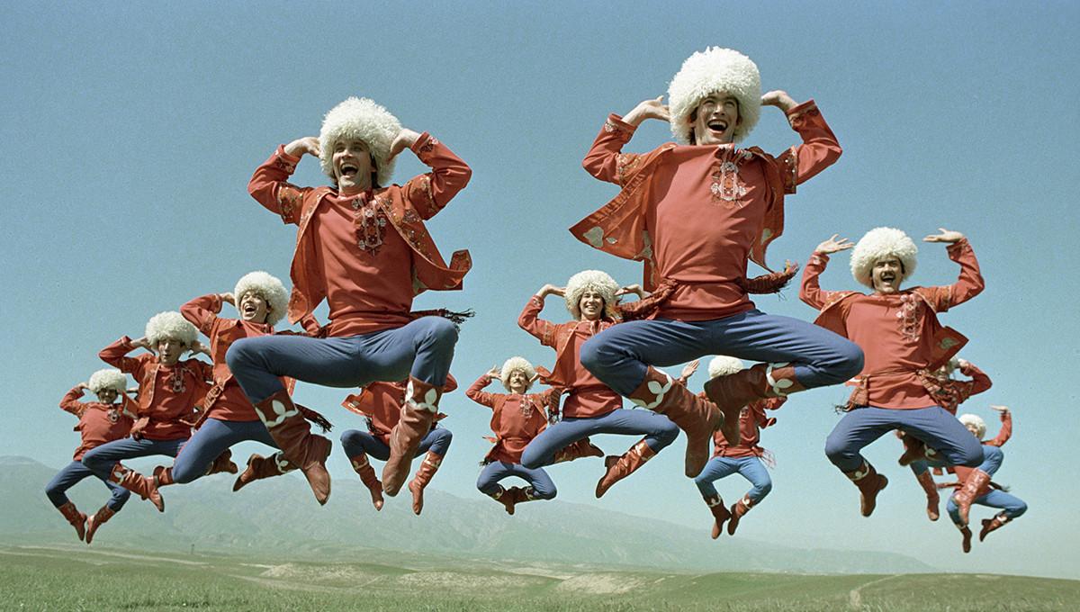 Ensemble de danse traditionnelle de la RSS turkmène