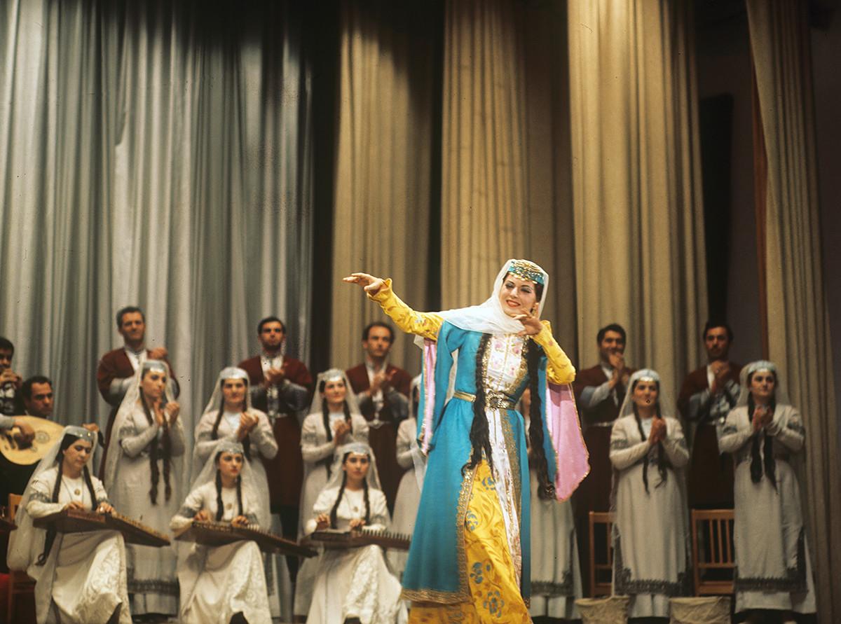 Ensemble d'État de chant et de danse de la RSS d'Arménie, 1972