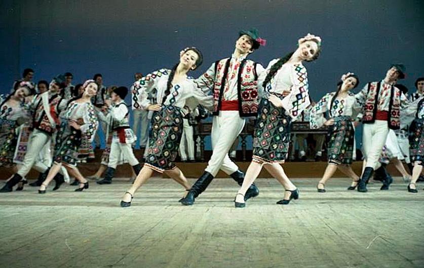 Ensemble de danse traditionnelle moldave « Jok »