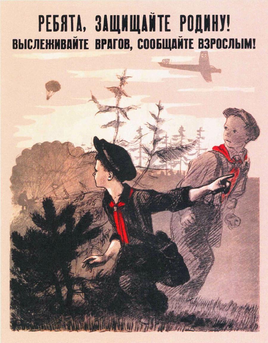 """""""¡Chicos, protejed la Madre Patria! Rastrea a los enemigos, díselo a los adultos""""."""