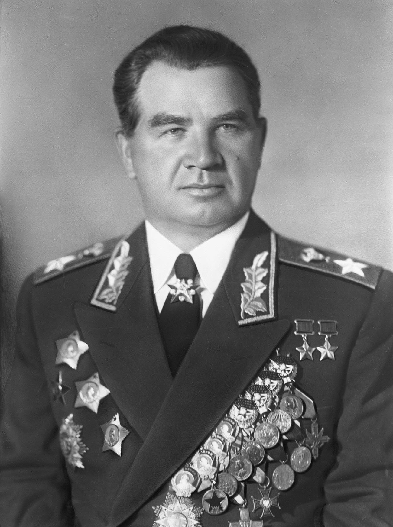 Василий Иванович Чуйков, маршал на Съветския съюз, два пъти герой на Съветския съюз