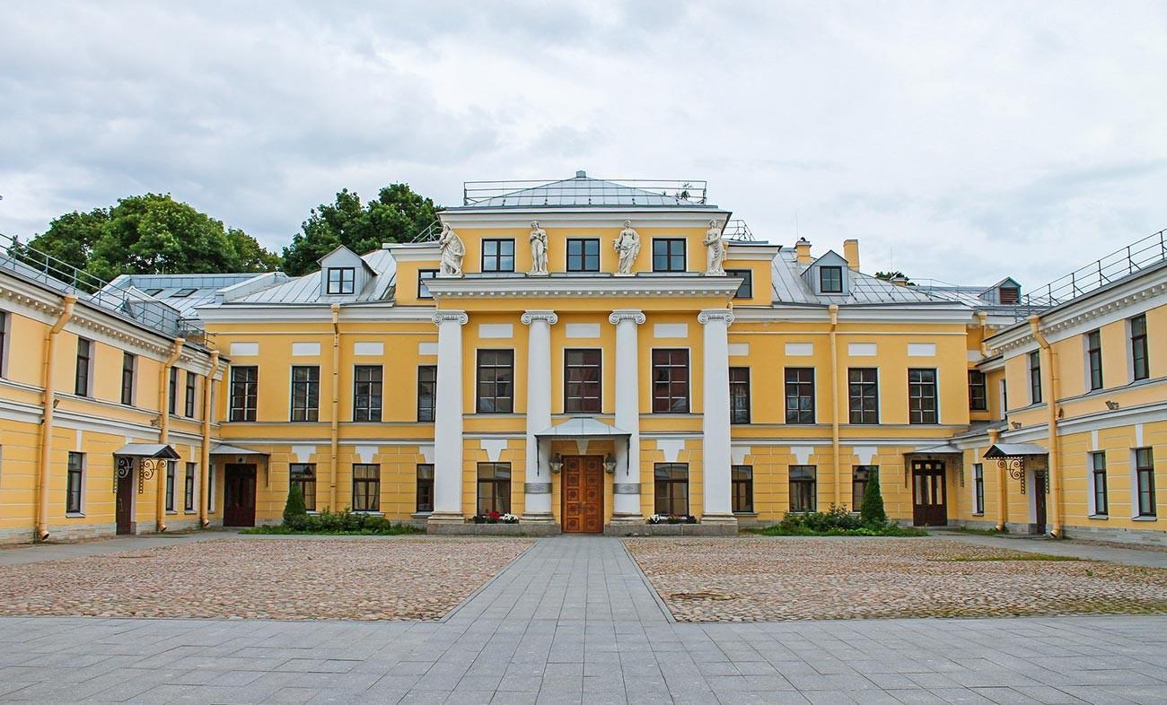 Der Bobrinskij-Palast in St. Petersburg