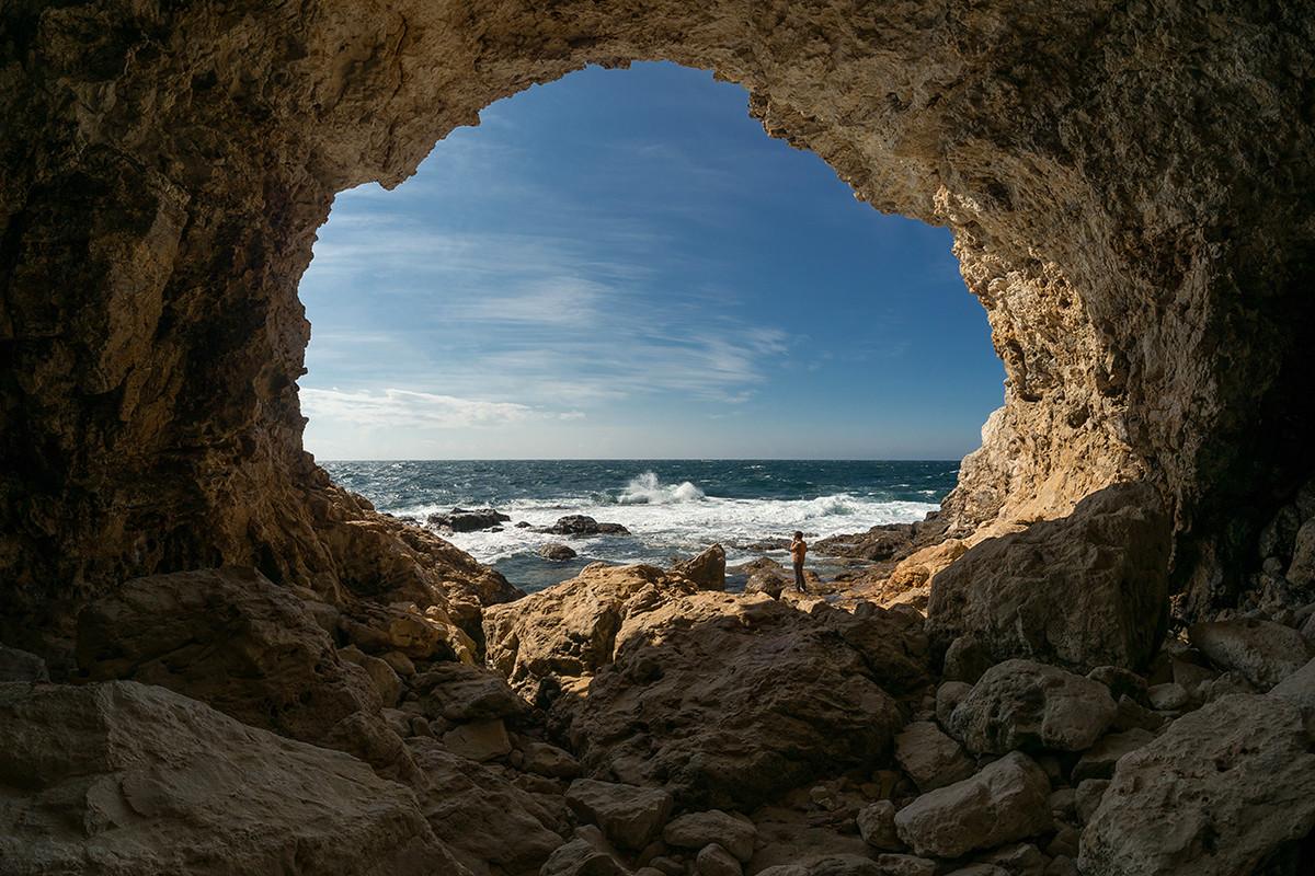 Пећина на рту Тарханкут.