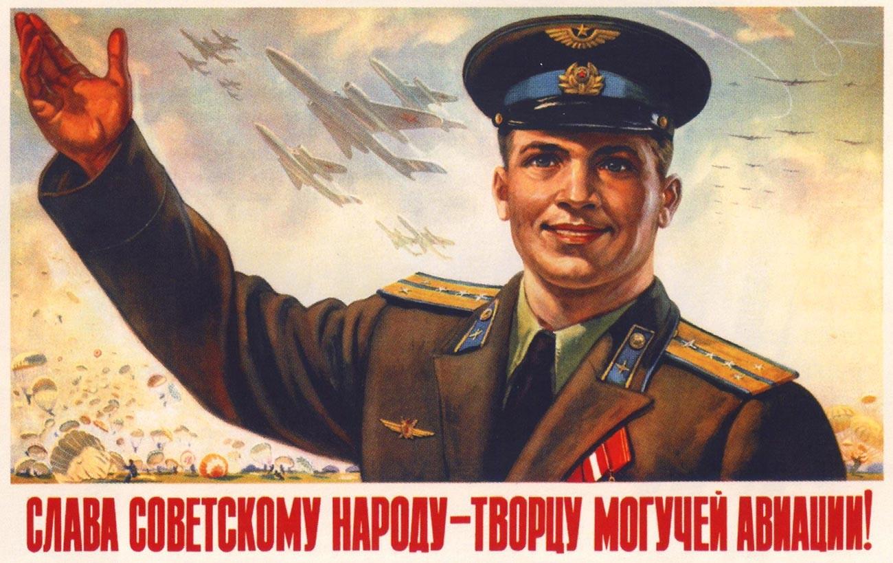 « Gloire au peuple soviétique, créateur d'une puissante aviation ! »