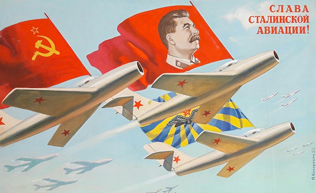 « Gloire à l'aviation de Staline ! »