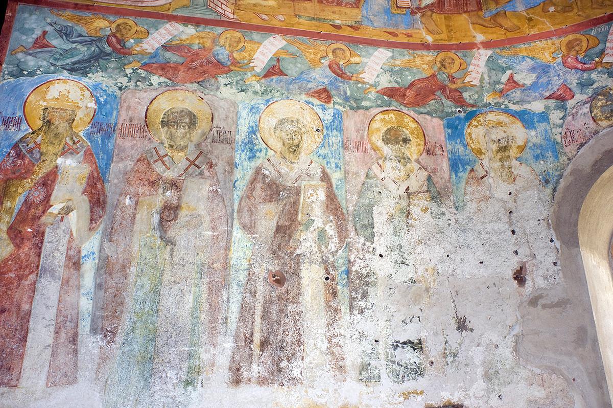 de la Conception de Sainte-Anne. Abside centrale, mur nord avec fresques des apôtres du XVIIe siècle. Photographie : William Brumfield. 8 juillet 2019