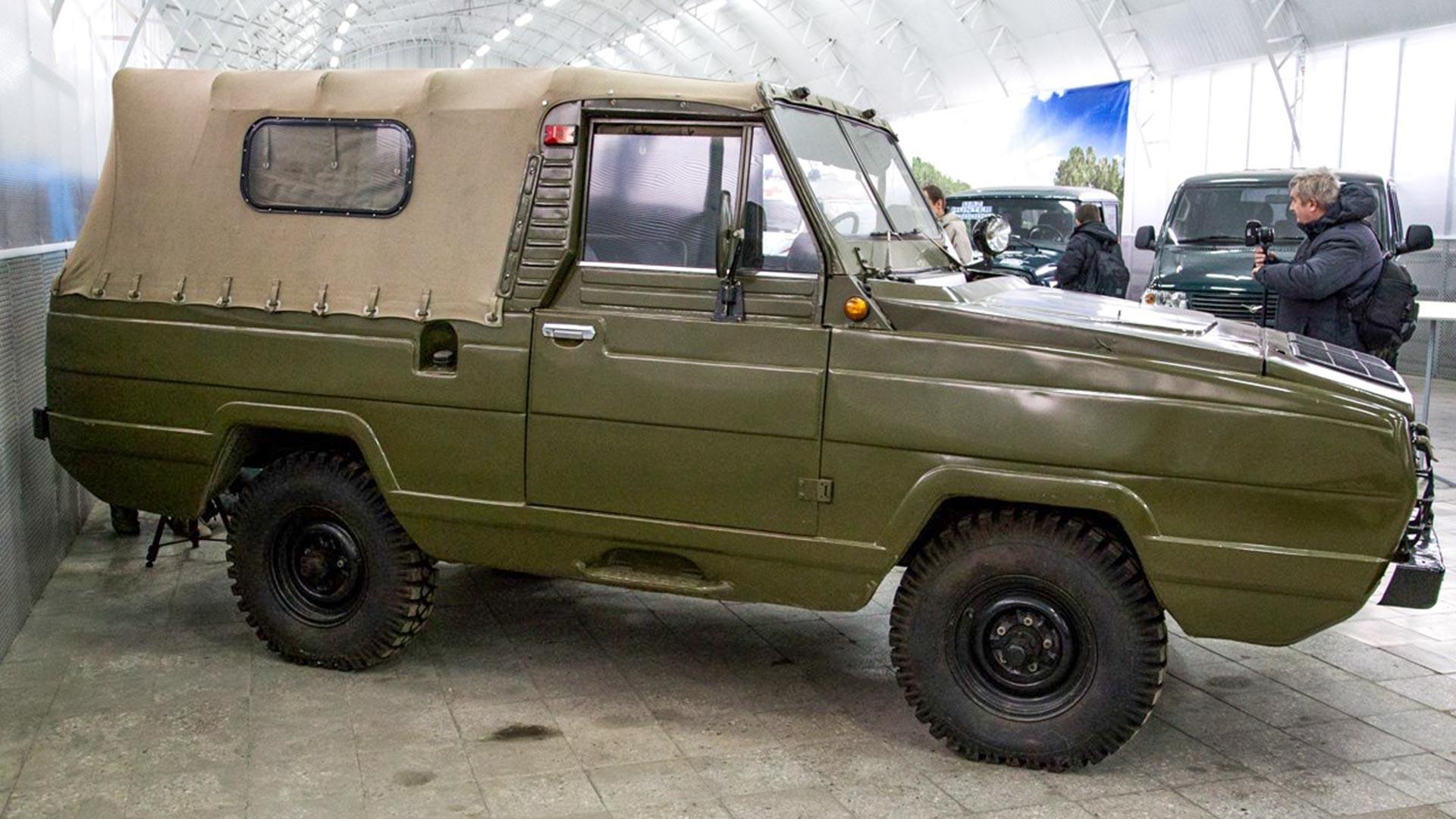全地形対応車UAZ-3907「ヤグアル」