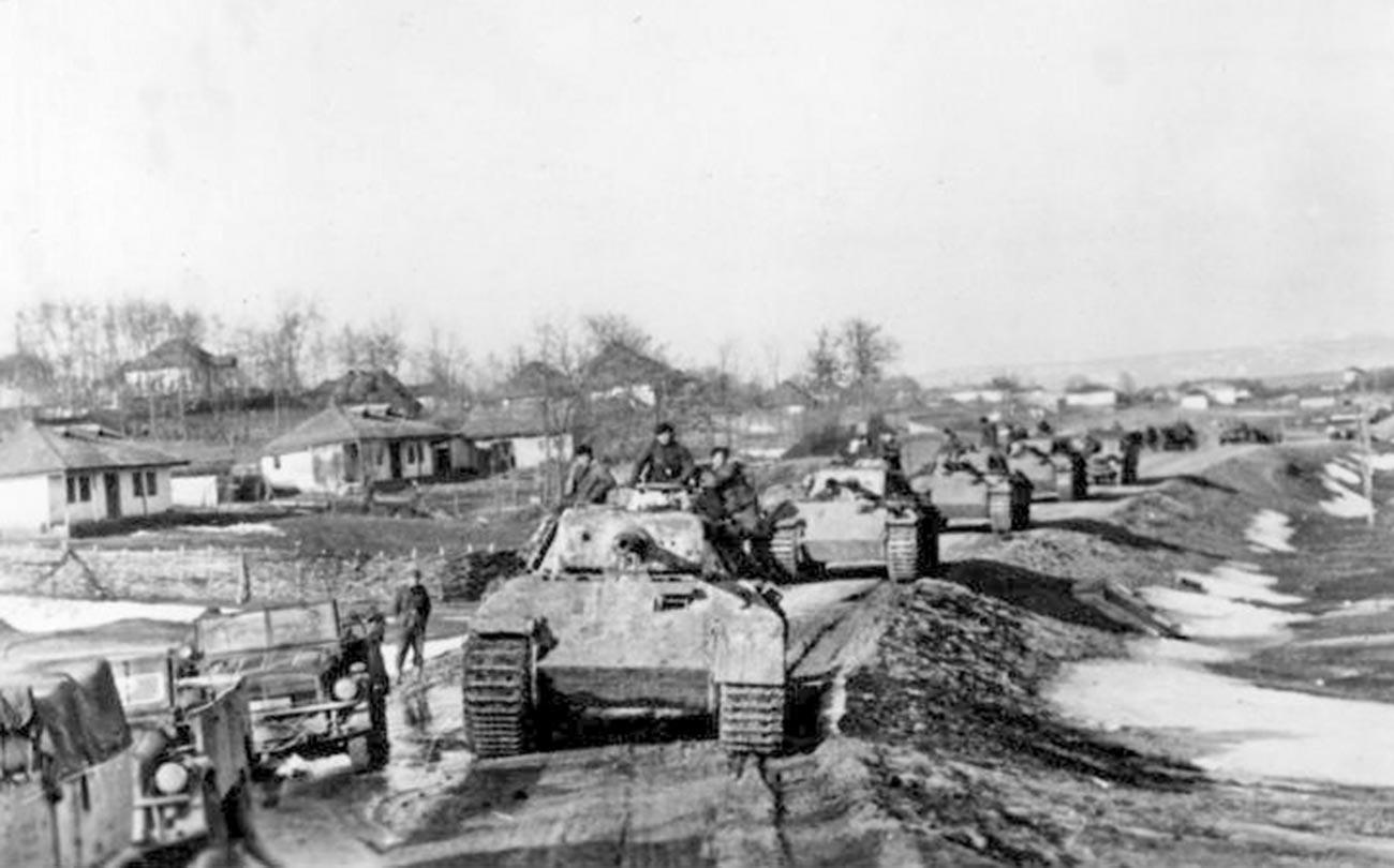 Немецкие «Пантеры» дивизии «Великая Германия» в Румынии.