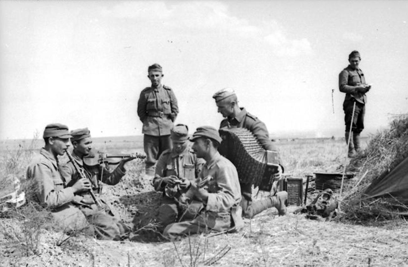 Румынская пехота возле Дона.
