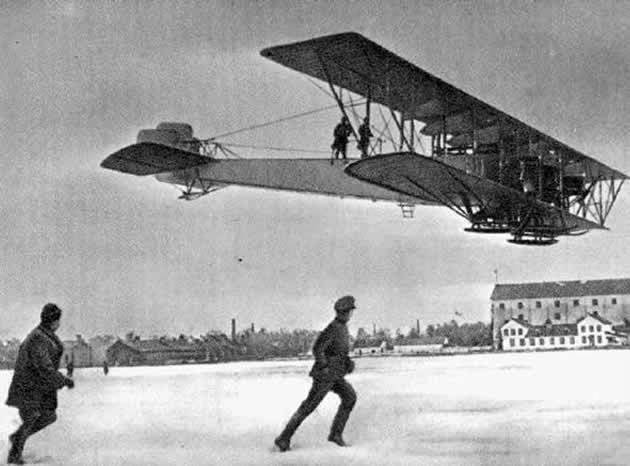 """Il biplano da bombardamento quadrimotore """"Ilja Muromets"""""""