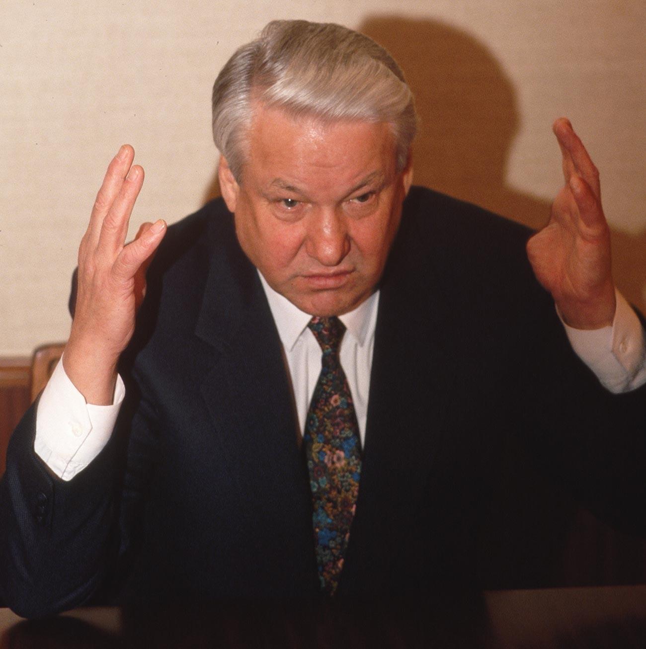 Boris Eltsin (1931-2007) nel corso di un'intervista