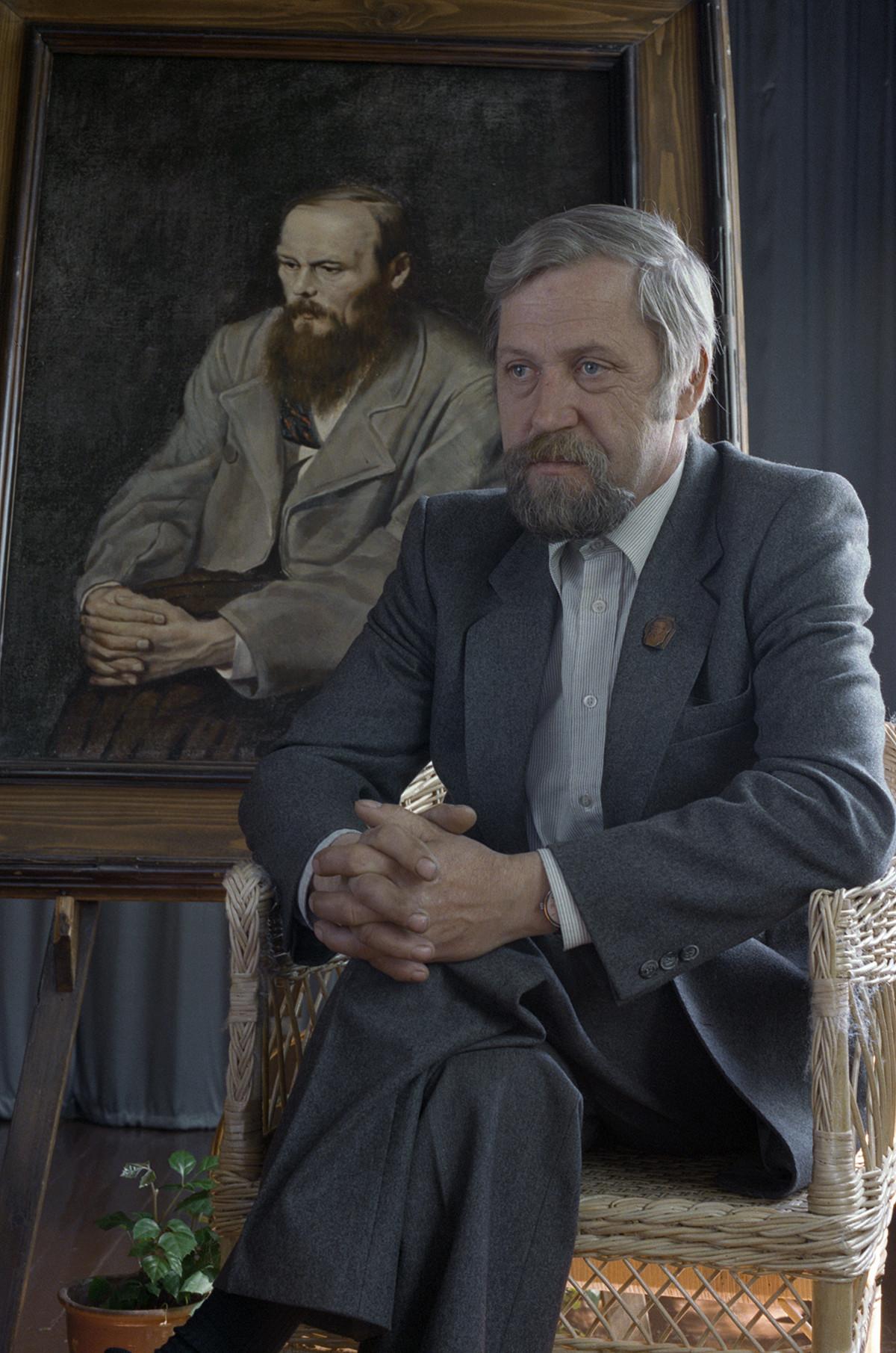 Участник в четения, Дмитрий Андреевич Достоевски, правнук на писателя, 1996 г.