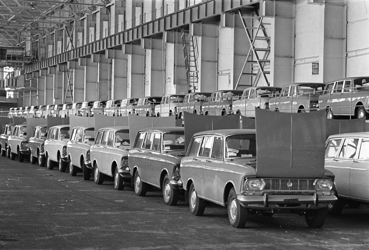 Pabrik mobil AZLK, Moskow, 1974.