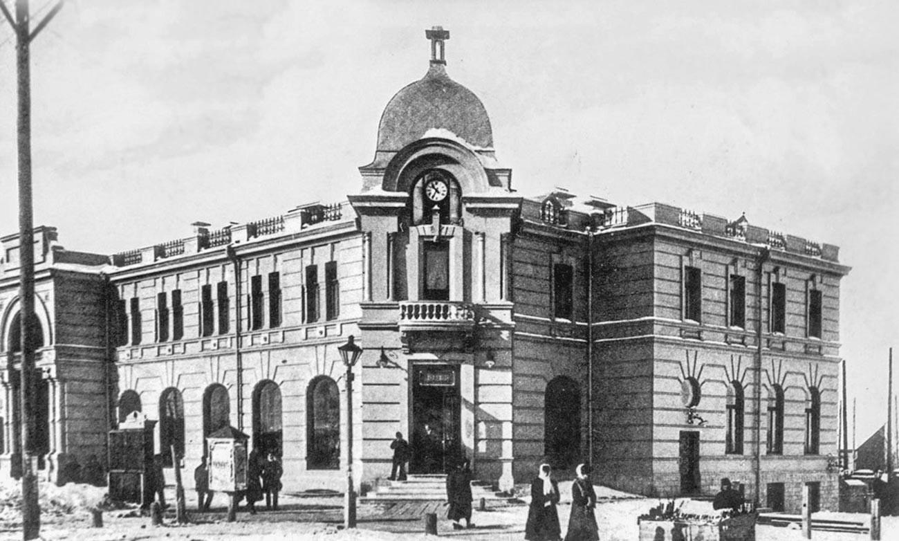 「クンストとアリベルス」のハバロフスク支店