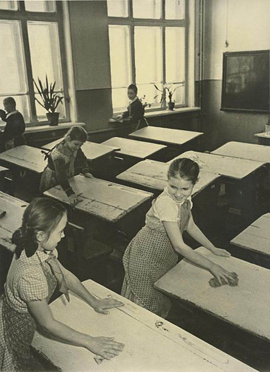 Почистване на класната стая, 1950 г.