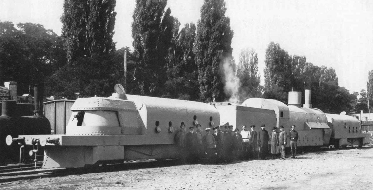 """Оклопни воз """"Хунхуз"""" са десне стране отпозади. Кијев, 1. септембар 1915."""