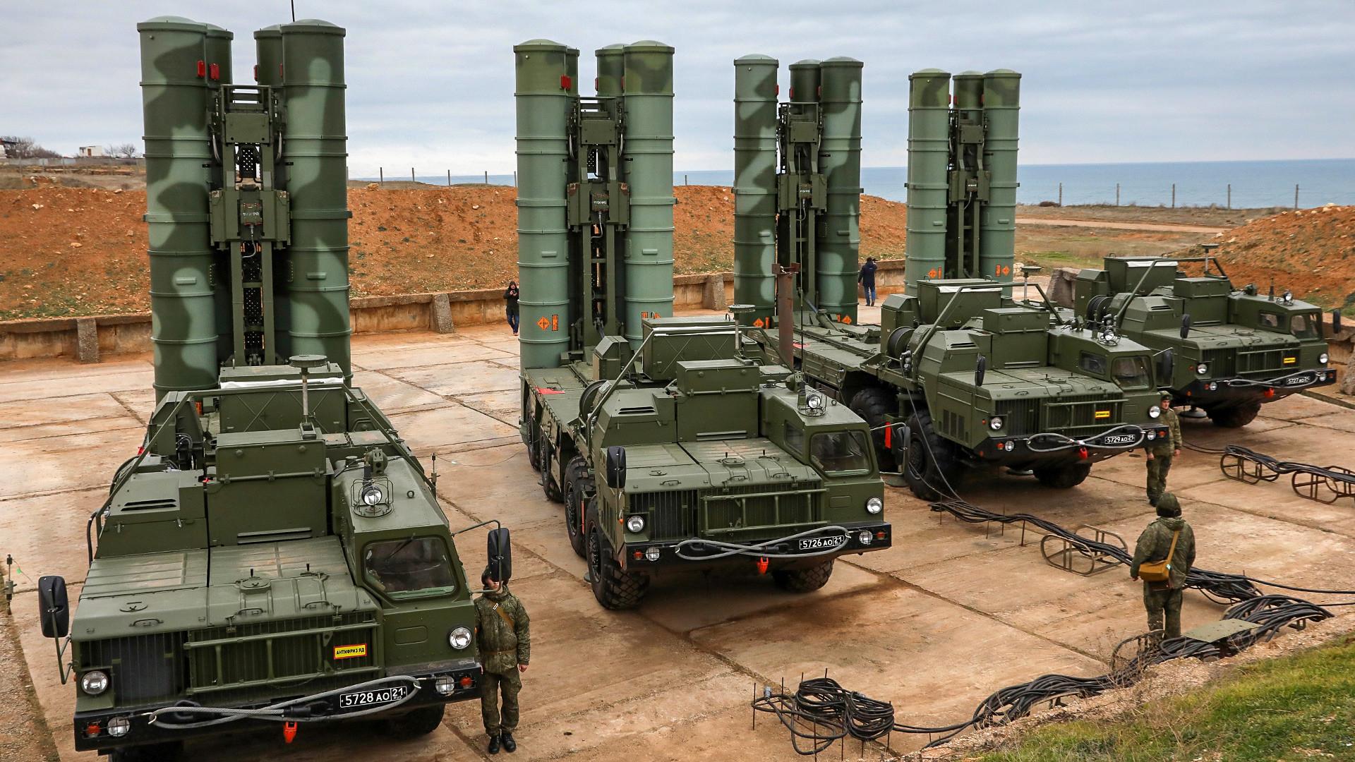 Sistem pertahanan udara S-400 buatan Rusia.