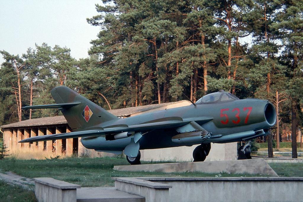 Este Lim-5 (un Mig-17 de fabricación polaca) estaba expuesto en la base de Drewitz en agosto de 1990. Ahora se conserva en el museo de Cottbus.