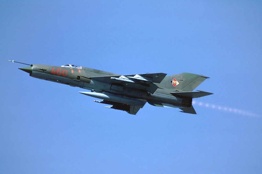 Un MiG-21MF de la Jagdfliegergeschwader 1 (JG-1) despegando de Holzdorf en agosto de 1990.
