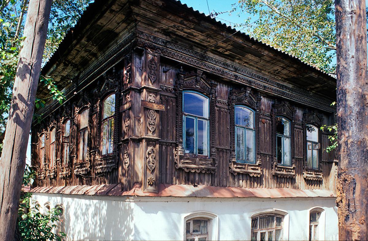 Wooden house on brick base, Soviet Street 107. July 15, 2003