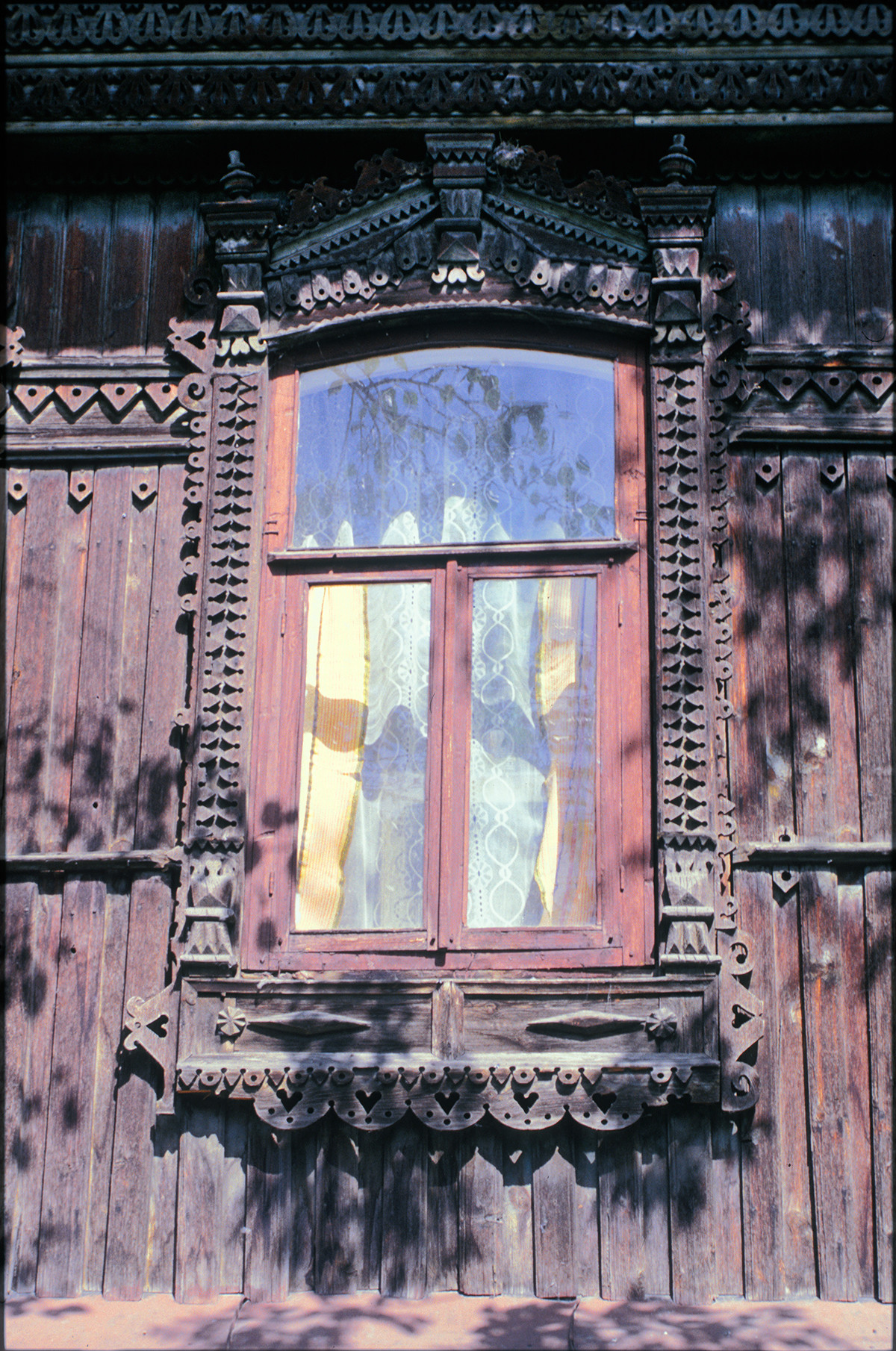 Window with decorative surround, Soviet Street 107. July 15, 2003