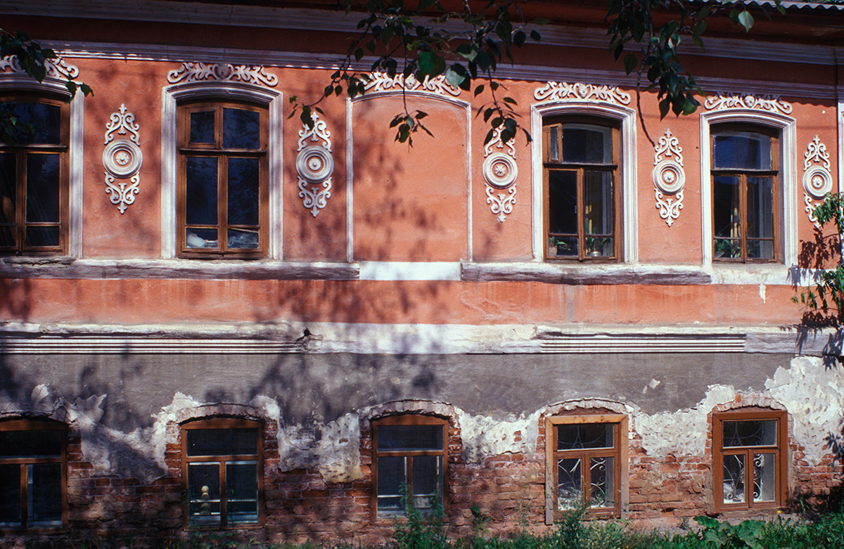 Brick facade with decorative detailing, Pushkin Street 3. July 15, 2003