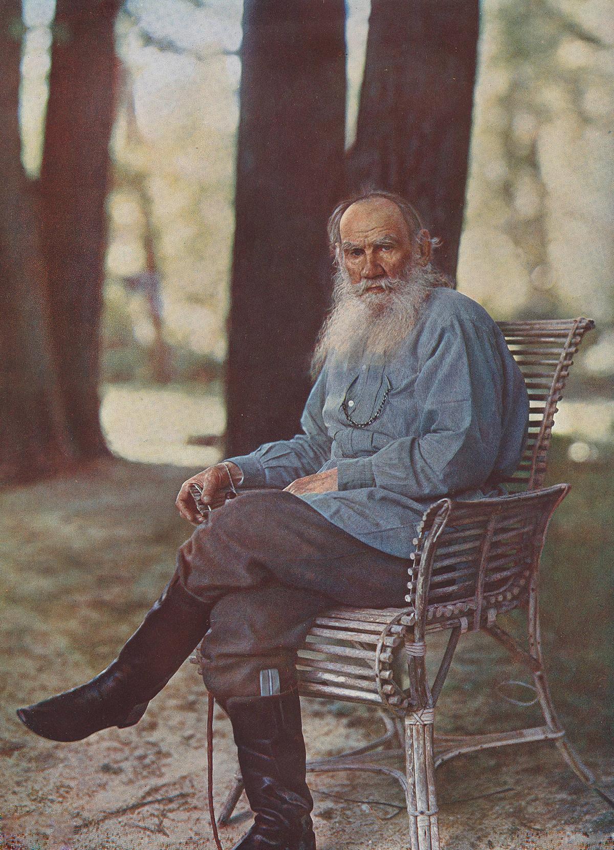Лев Толстој