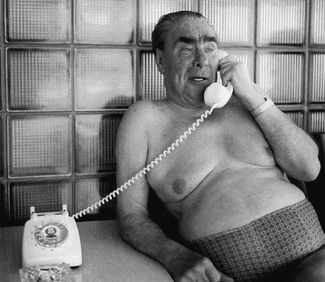 Leonid Brezhnev di sebuah banya (pemandian uap).