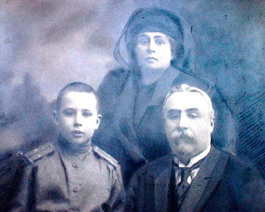 Аркадий Францевич със съпругата му Зинаида и сина им Николай