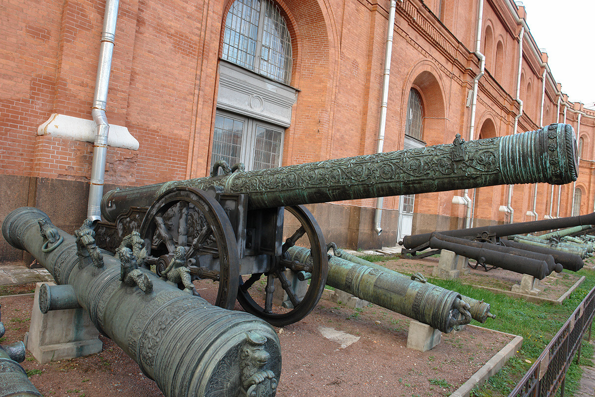 Arquebuse « Tsar Akhilles » du maître Andreï Tchokhov, Musée de l'artillerie de Saint-Pétersbourg