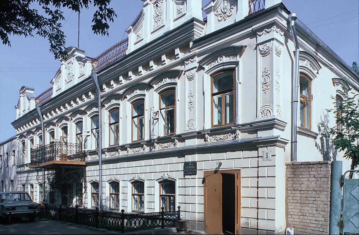 Miass. Mansión de finales del siglo XIX, calle Sverdlov 3. 15 de julio de 2003.