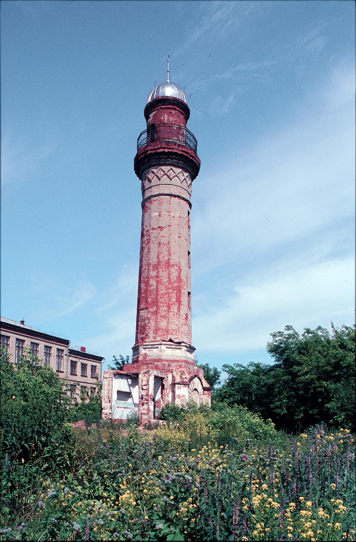El minarete de una antigua mezquita. 15 de julio de 2003.