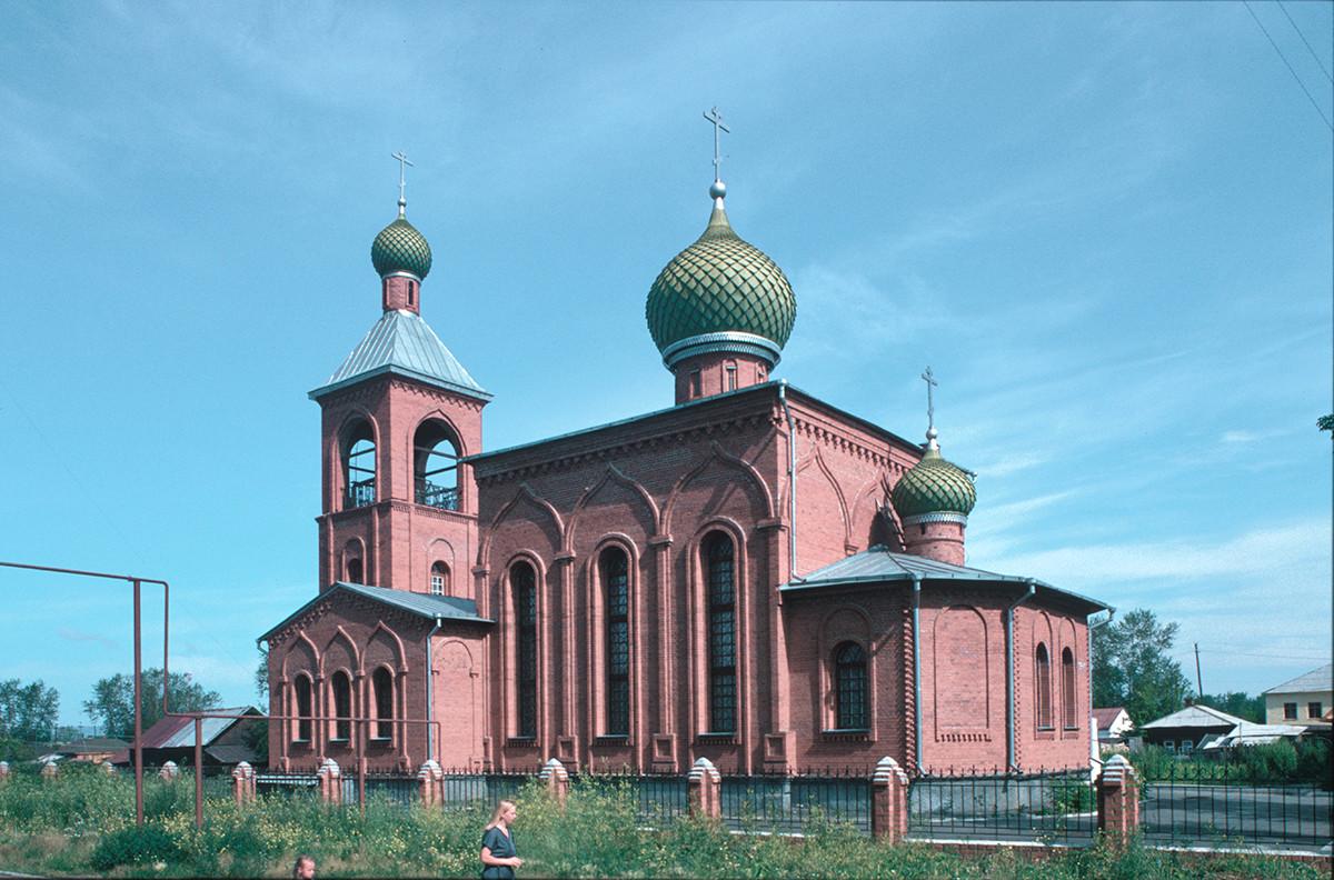 Iglesia de la Intercesión de la Virgen de Viejos Creyentes (1995-99). Vista sudeste. 15 de julio de 2003.