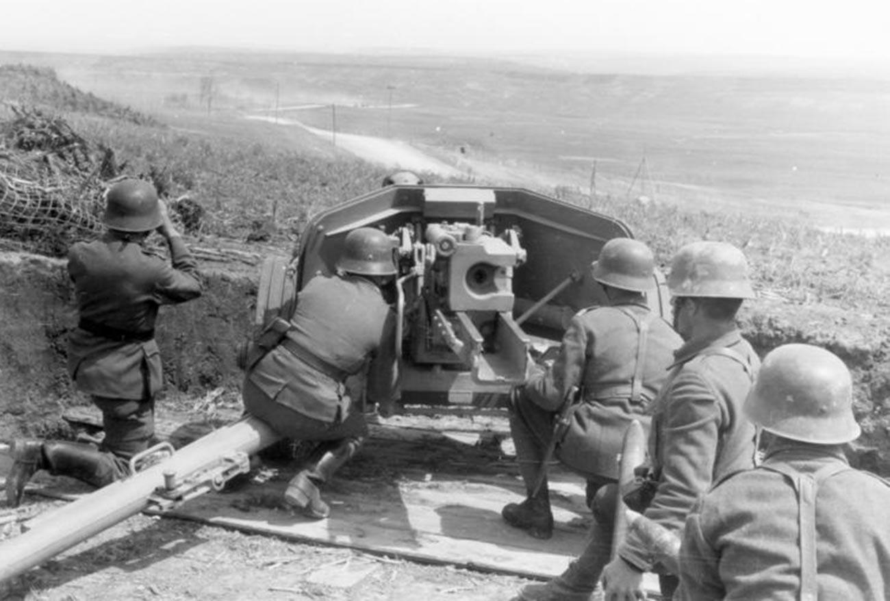 Романска артилерија на Источниот фронт во 1944 година.