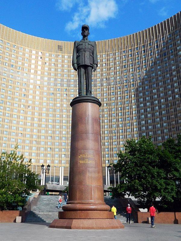 Monument au général de Gaulle à Moscou