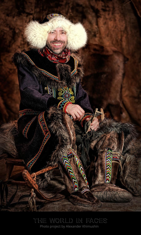 Aleksandr Khimuchin em traje tradicional dolgan