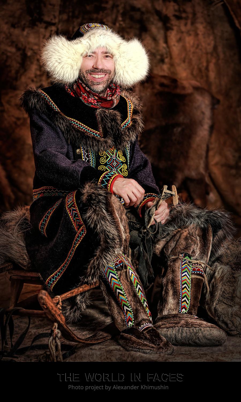 Alexander Khimushin memakai pakaian tradisional suku Dolga.