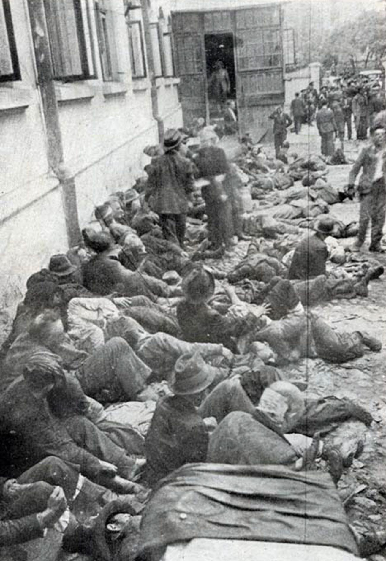 Le vittime del pogrom di Iași, in Romania, avvenuto il 28 e 29 giugno 1941