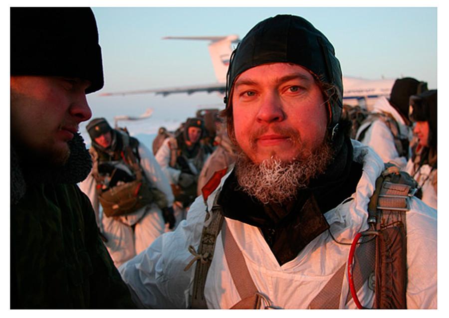 В 2012 году военные священники ВДВ совершили 38 прыжков с парашютом