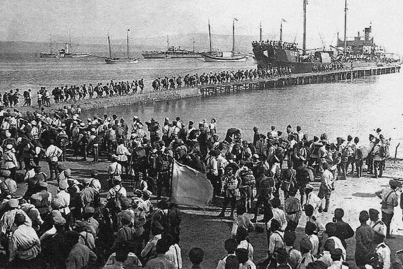 Les derniers navires de l'Armée blanche quittent Sébastopol