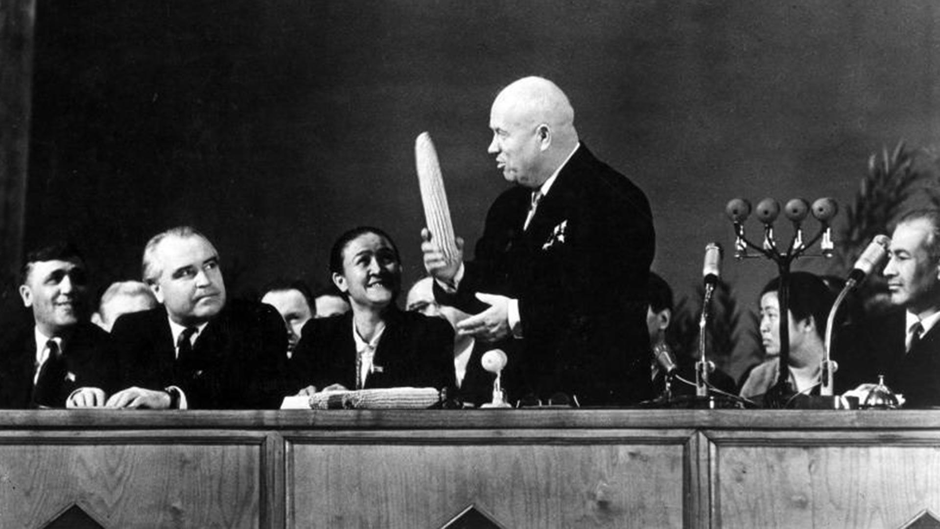 Khrushchev con una pannocchia in mano