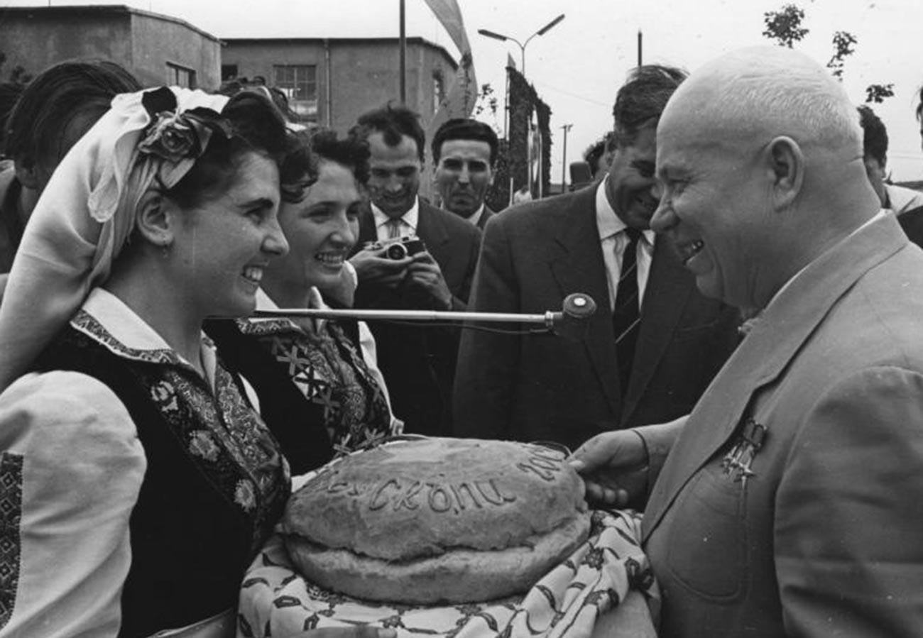 La cerimonia di accoglienza di Khrushchev in Ungheria