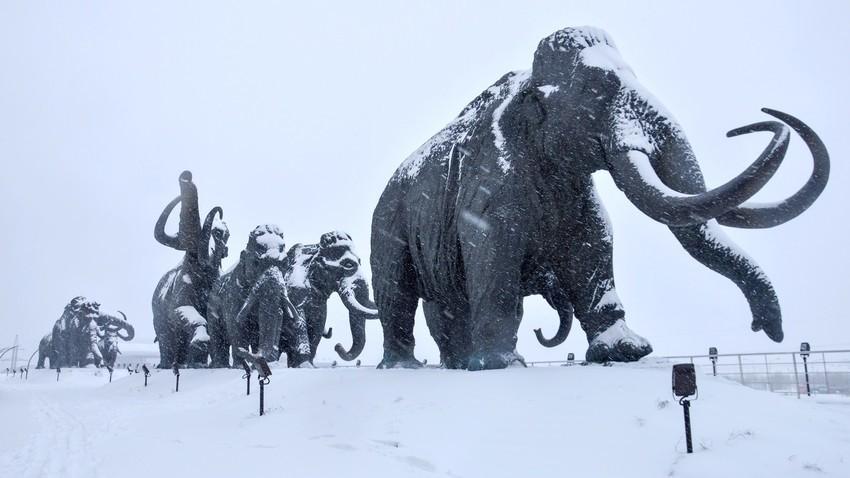 Conjunto escultórico en Janty-Mansiysk (Siberia)