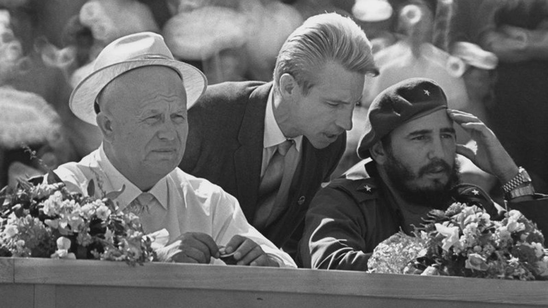 Khrouchtchev et Castro lors d'un meeting d'amitié soviéto-cubaine à Moscou, le 23 mai 1963