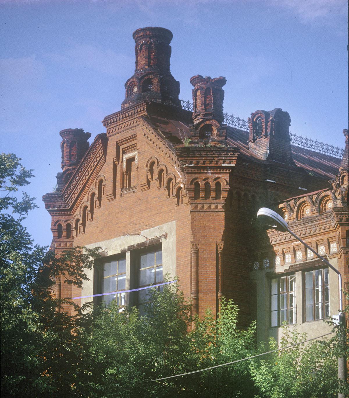 Église de Saint-Nicolas, attenanteau lycée pour filles Mariinsky. Coupole et clocher détruits pendant l'époque soviétique).