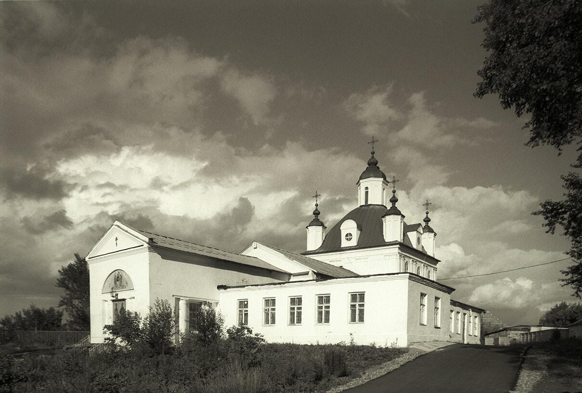 Cathédrale Saint-Pierre-et-Saint-Paul, vue sud-ouest. (Clocher détruit pendant l'époque soviétique).